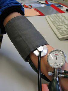 Bluthochdruck messen beim Arzt