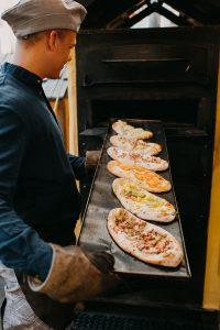 Dinnete aus dem Holzofen, frische Dinnete, mobiler Dinnete Stand, freundliches Personal